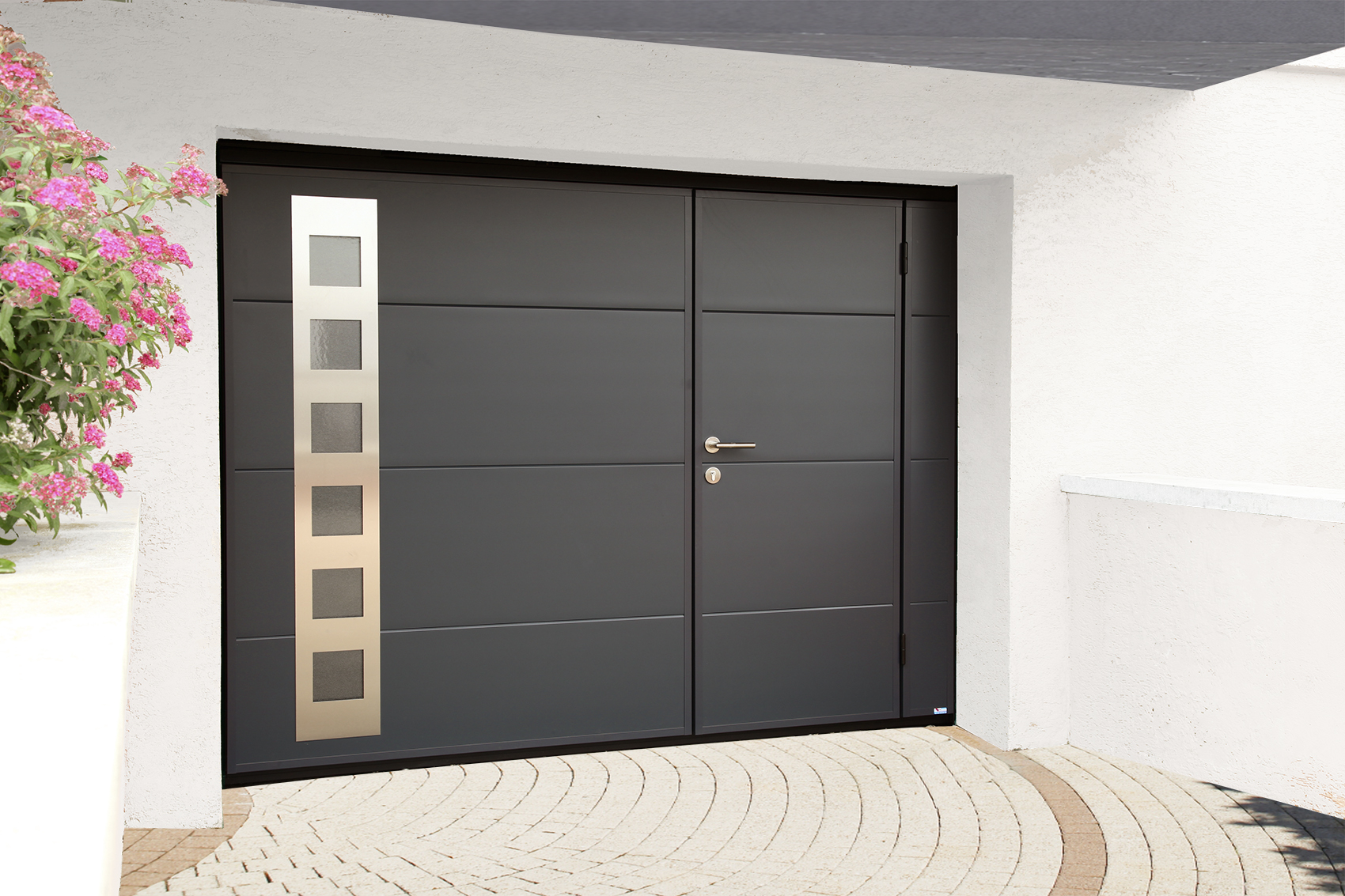 Pose de porte de garage sur mesure motoris e ou manuelle for Porte de garage sectionnelle a portillon